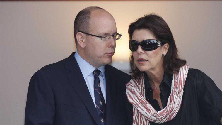 Caroline de Monaco ne tremble pas face aux violentes attaques et continue d'épauler Albert !